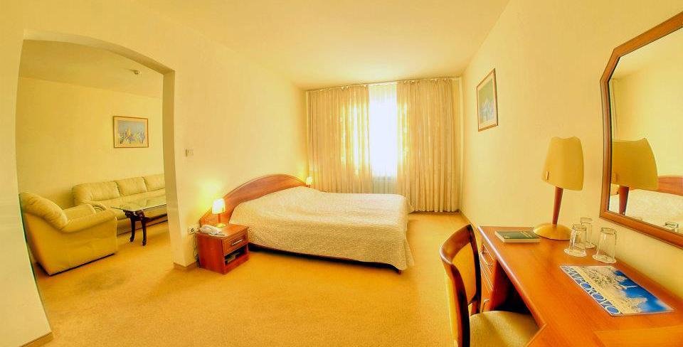 zora-room2