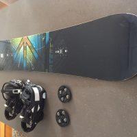 Σανίδα snowboard και δέστρες